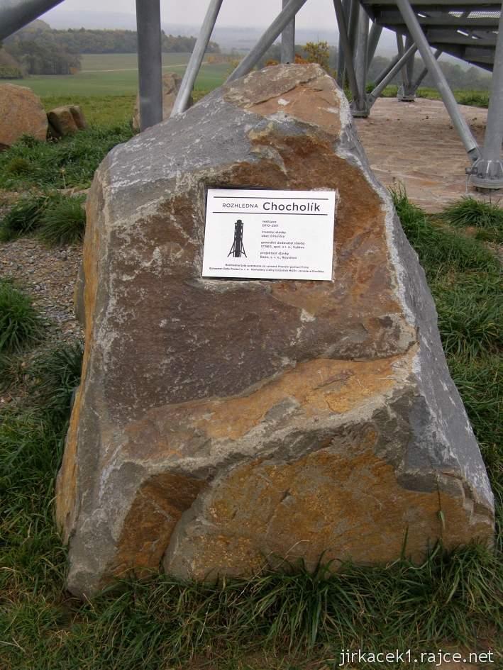 Drnovice - rozhledna Chocholík - pamětní kámen pod rozhlednou