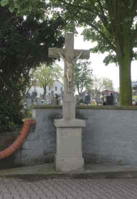 Kamenný kříž u hřbitova v Hošťálkovicích.