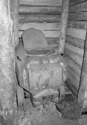 I WC se tady najde. Použití je dne již zakázáno, k focení jsme ale využít mohli. Nevyužili jsme.