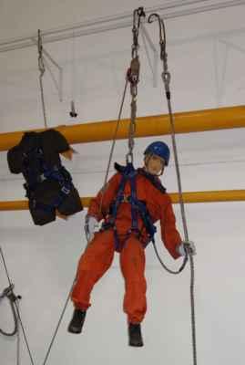 Bánští záchranáři musí být všestranní - do výcviku patří i lezectví.