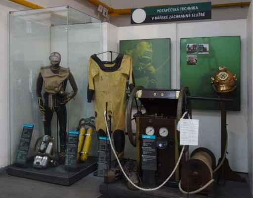 Mezi báňské záchranáře patří i potápěči. Jejich služby byly využity i při hledání mrtvol v případu Orlických vražd, protože jen oni mají techniku a výcvik do hloubky kolem 30 metrů.