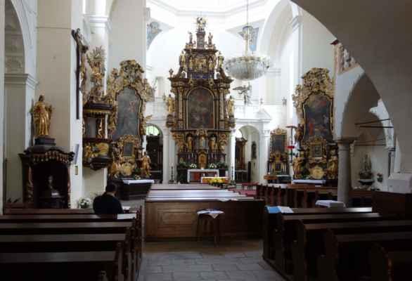 Výzdoba kostela je ryze barokní a rokoková mě osobně přijde interiér až přezdobený. Ale to holt baroko a rokoko jsou.