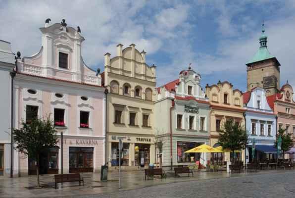 Historické jádro města je právem prohlášeno za městkou památkovou rezervaci. My se ale v první řadě porozhlížely po hospodě.