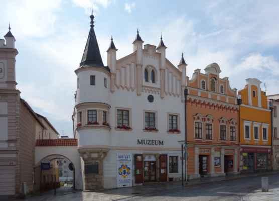 Samozřejmě nechybí dům, ve kterém bydlel Karel Havlíček Borovský. Dnes je tady muzeum.