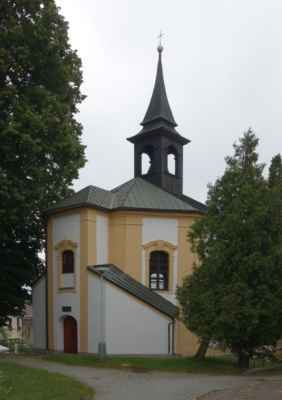 U kostela stojí samostatně barokní kaple sv. Barbory. Byla postavena roku 1729 zásluhou žďárského faráře cisterciáka Ferdinanda Kristla