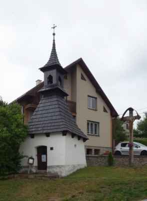 Kaple se zvonicí v Sázavě (u Žďáru n.S.).