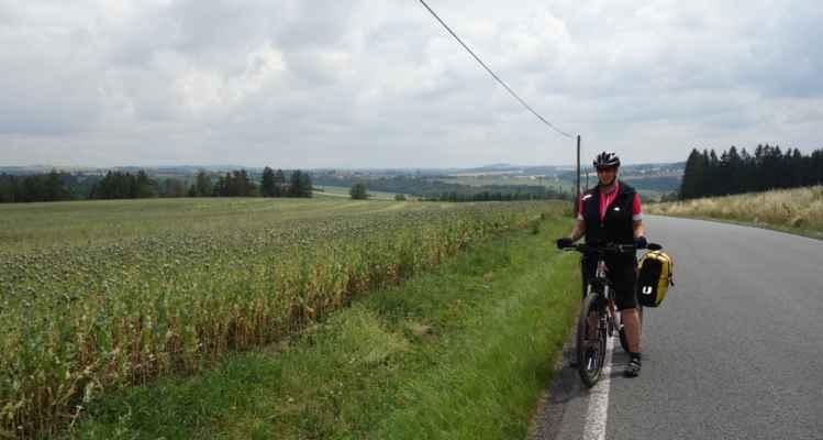 Nad Přibyslaví - v Přibyslavi jsme daly vale červené značce vedoucí podél vody a vzaly jsme to po cyklo 19 přes kopec.