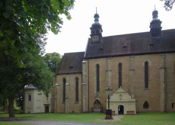 Kostel sv. Ondřeje - základní kámen raně gotické stavby byl položen r. 1265, původně byl kostel zasvěcen Nanebevzetí Panny Marie. Upravován byl po zničení v době husitských válek v r. 1422.