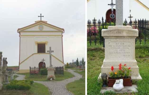 Ústřední hřbitovní kříž před kaplí.