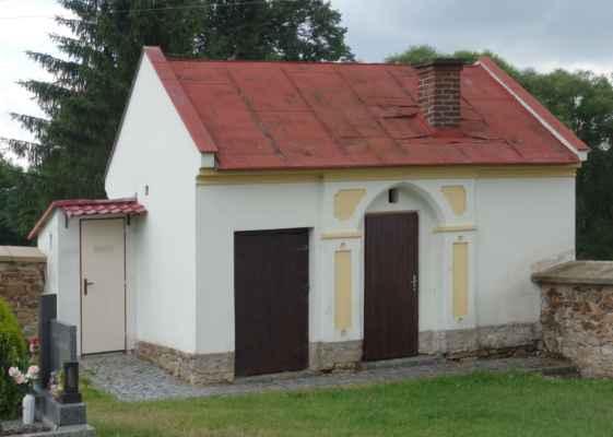 Hřbitovní domek/márnice. I s toaletou :o)))