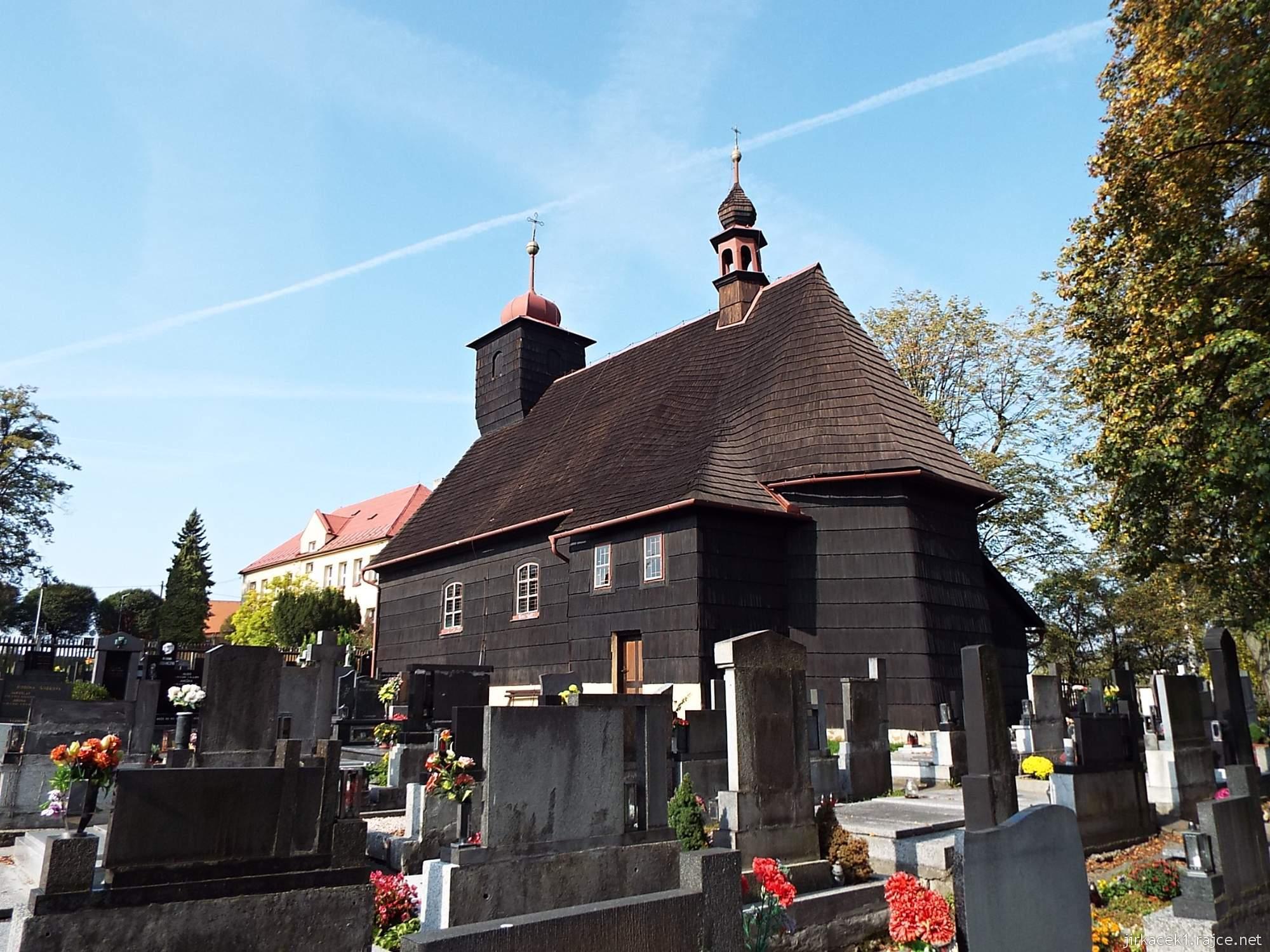 Řepiště - kostel sv. Michaela archanděla 09 - pohled ze hřbitova