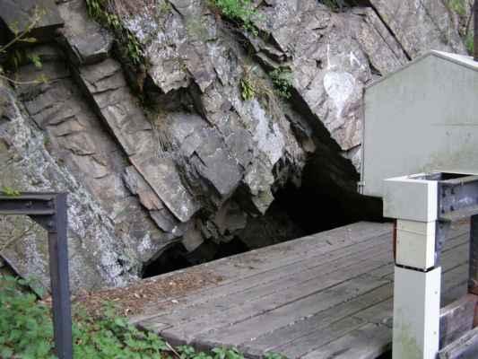 Weisshuhnův kanál 01 - tunel na začátku náhonu u řeky Moravice