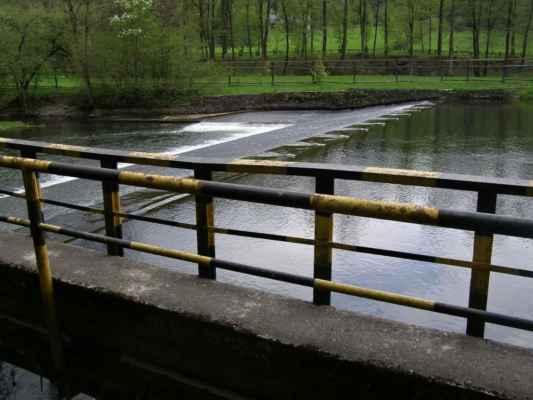 Weisshuhnův kanál 04 - Papírenský splav na řece Moravici