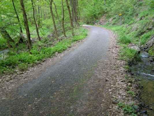 Weisshuhnův kanál 08 - cyklostezka mezi kanálem a řekou Moravicí