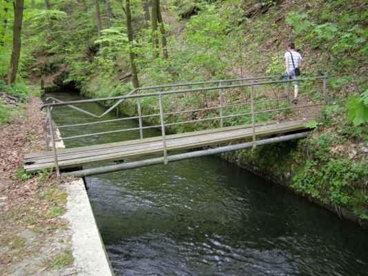 Weisshuhnův kanál 13 - mostek přes kanál na papírenský splav
