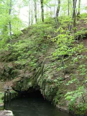 Weisshuhnův kanál 15 - tunel přes skálu u řeky Moravice
