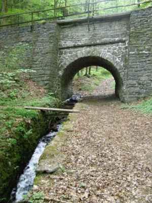 Weisshuhnův kanál 22 - jeden ze dvou akvaduktů