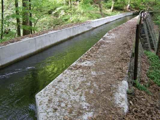 Weisshuhnův kanál 23 - jeden ze dvou akvaduktů