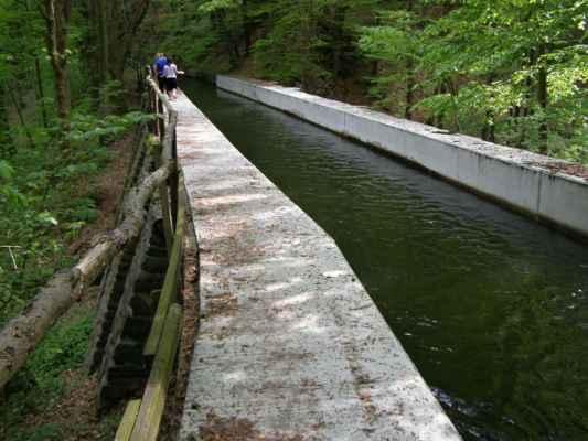 Weisshuhnův kanál 24 - jeden ze dvou akvaduktů