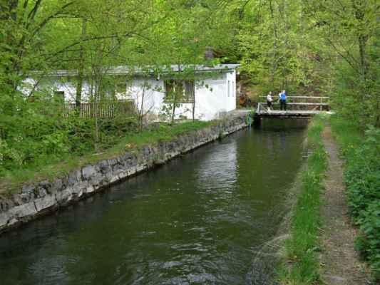 Weisshuhnův kanál 33 - domek u mostku přes kanál