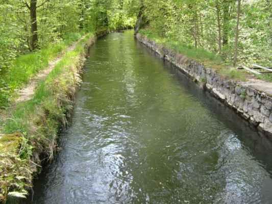 Weisshuhnův kanál 36 - kanál nedaleko pamětní cedule