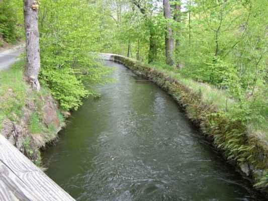 Weisshuhnův kanál 42 - kanál u mostku