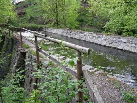 Weisshuhnův kanál 47 - druhý akvadukt nad chatami