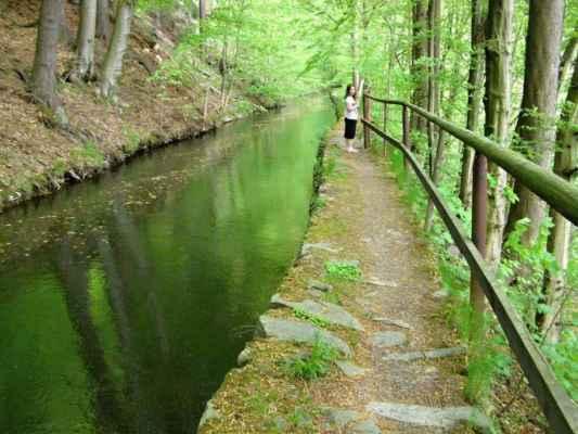 Weisshuhnův kanál 52 - dřevěné zábradlí okolo kanálu