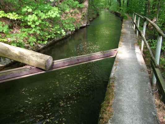 Weisshuhnův kanál 54 - jedna z překážek na kanálu