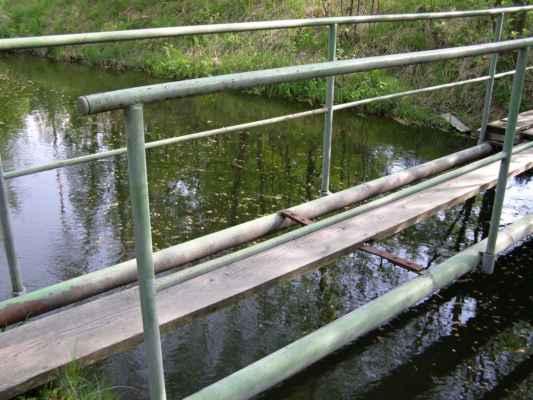 Weisshuhnův kanál 67 - přes tento mostek jsme naštěstí nešli
