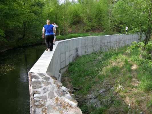 Weisshuhnův kanál 68 - nová betonová zeď v závěru trasy