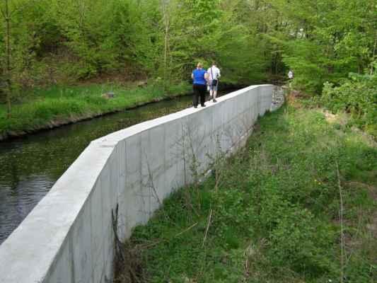 Weisshuhnův kanál 69 - nová betonová zeď v závěru trasy