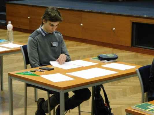 Martin Vavřík při řešení teoretických úloh