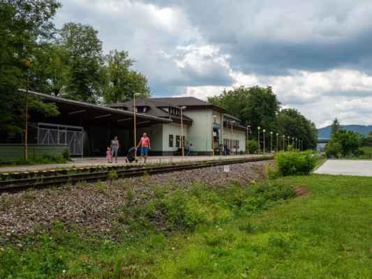 Z Rajeckej Anči vystupujeme na stanici v Rajeckých Tepliciach