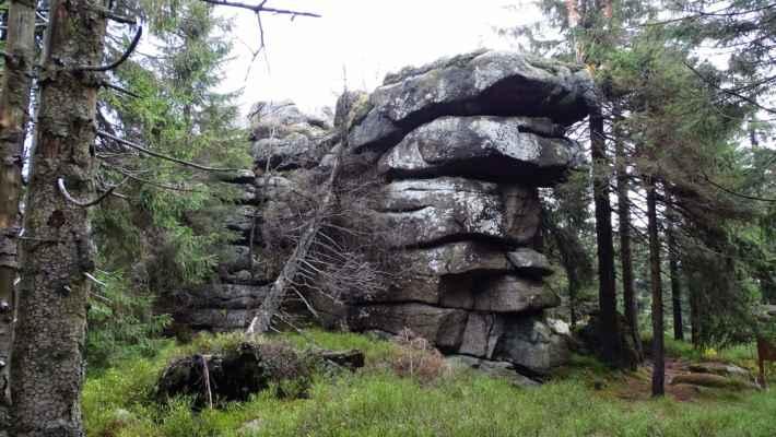 Sněžné věžičky jsou skalní útvar a zároveň název nižšího vrcholu Černé hory. Se svojí výškou 1063 m.n.m. je 6. nejvyšší horou české části Jizerek