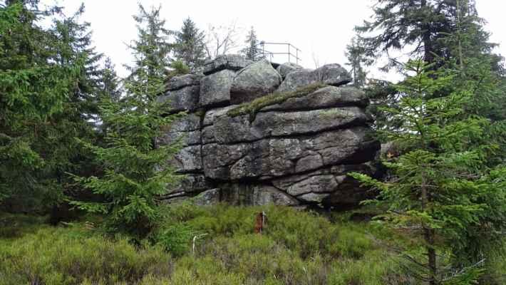 Vyhlídková plošina na jedné ze skalek