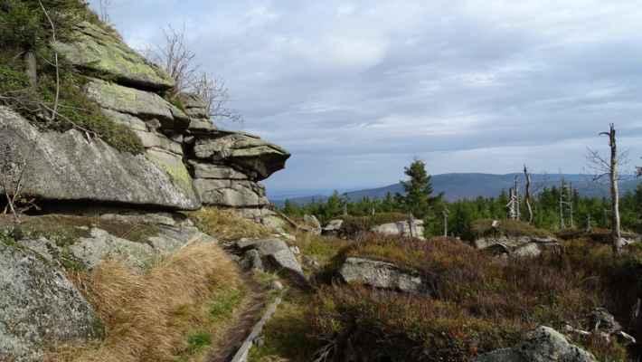 Pod vrcholovou skálou Poledníku