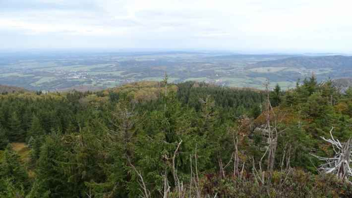 Vlevo Raspenava a uprostřed Lázně Libverda, severně od Hejnic