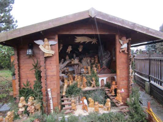 Příchovický betlém je dřevěný ručně vyřezávaný betlém  jehož autorkou je řezbářka a malířka Jiřina Andrlíková. První figurka byla vyřezána v roce 1989, v roce 2011 bylo v betlémě už padesát figurek a v lednu 2019 přes 150. Betlém je vystavován od začátku Adventu až do Tří králů na zahradě autorky v Příchovicích.Betlém obsahuje ručně vyřezávané figurky z lipového a olšového dřeva. Součástí je selský dvůr, chalupa a stodola a peklo s Luciferem.