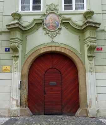 Sněmovní 9 - Velvyslanectví Albánské republiky
