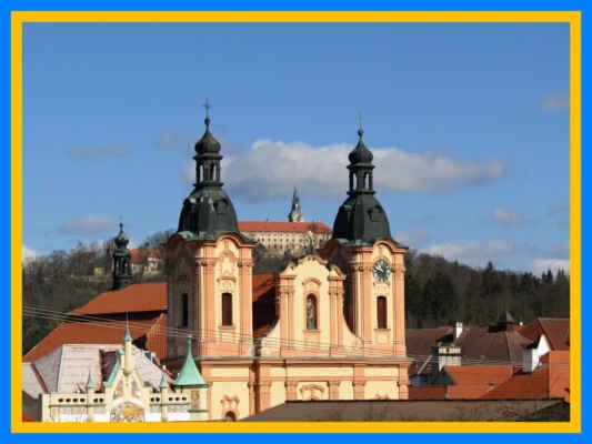 První písemná zmínka o Nepomuku souvisí se založením nedalekého cisterciáckého kláštera v roce 1144. Již dříve existující osada Nepomuk, původně zvaná Pomuk, se postupně stala trhovou vsí a centrem správy, řemesel a obchodu pro rozlehlou klášterní doménu osídlení městského typu, souvisí pravděpodobně se vznikem stříbrných dolů a rýžováním zlata.Roku 1730 určil císař Karel VI., aby Nepomuk, zvaný někdy městem a jindy městečkem, měl již nastálo titul města. Od poloviny 19. století byl Nepomuk po sto let sídlem okresu. Nepomuk se může pochlubit řadou historických památek. Patří mezi ně nejen poutní kostel svatého Jana Nepomuckého, budova arciděkanství se Svatojánským muzeem a stará Zelenohorská pošta, postavené podle plánů slavného barokního stavitele Kiliána Ignáce Dientzenhofera, gotická bazilika svatého Jakuba, secesní spořitelna, množství drobných kapliček a soch ale i řada dalších dochovaných budov.