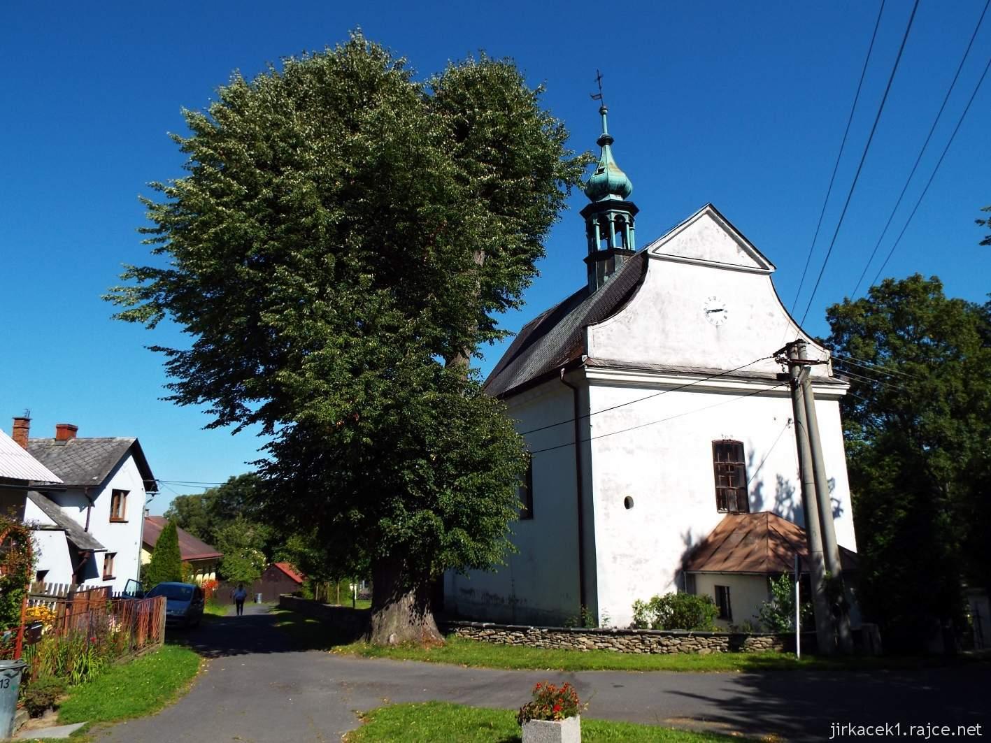 Mezina - kostel Nejsvětější Trojice - celkový pohled
