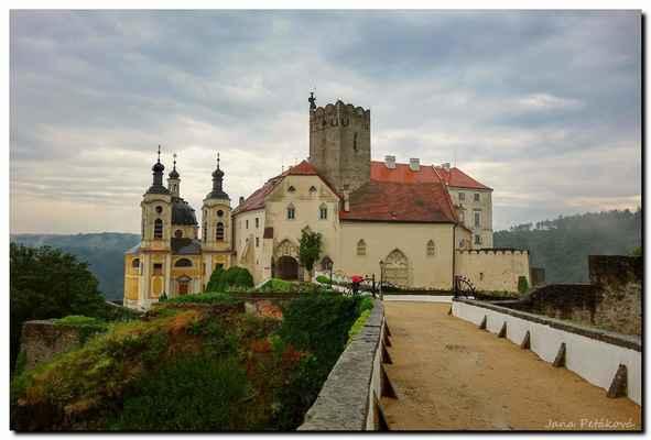 Ať už přijedete do Vranova z kteréhokoliv směru, na první pohled vás zámek uchvátí.