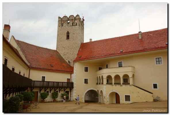 zámek je v majetku České republiky a jeho správu zajišťuje Národní památkový ústav