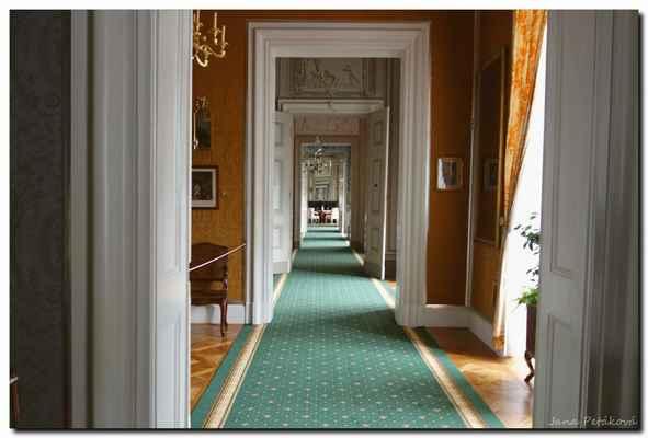 prostory velkého barokního apartmá, které tvoří předpokoj, budoár, koupelna, kabinet a dámská ložnice