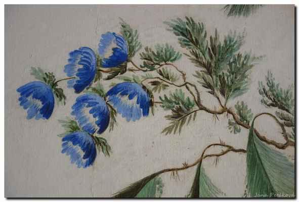 vzácně dochované nástěnné tapetové dekorace a malby z období klasicismu