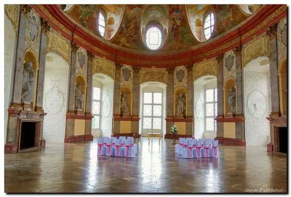 Sál předků od císařského dvorního stavitele Johanna Bernarda Fischera z Erlachu, který se svým architektonickým provedením i uměleckou výzdobou řadí mezi nejhodnotnější barokní interiéry střední Evropy.