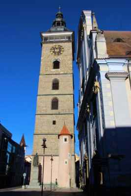 Pohled na Černou věž, která je vysoká 72.metrů a pochází ze 16.století.