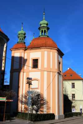 Pohled na kapli Smrtelných úzkostí Páně. Jde o budovu čtvercového půdorysu, která byla postavena na místě původní gotické kaple svatého Jakuba. Roku 1855. byla obnovena.