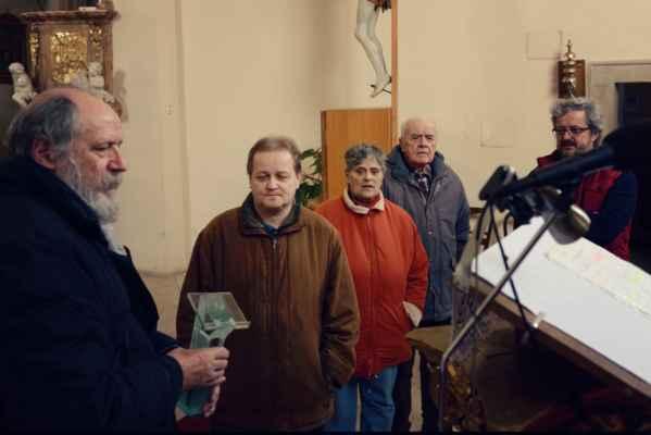 diskuze nad novým ambonem a svatostánkem